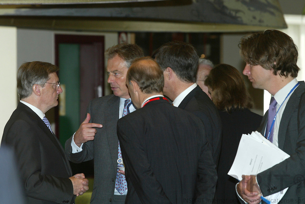 BRUSSELS - BELGIUM - 16 JUNE 2006 -- EU SUMMIT -- From left Wolfgang SCHUSSEL (Schüssel), the President of the European Council and Prime Minister of Austria, speaking with Prime Minister Tony BLAIR, surrounded by civil servants.  PHOTO: ERIK LUNTANG /