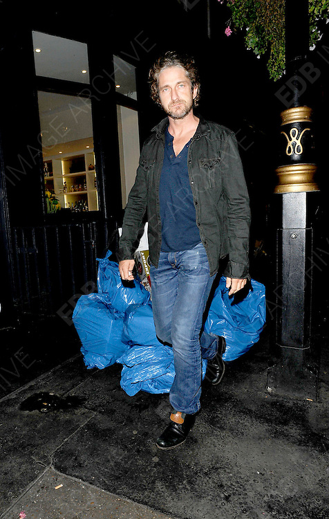 27.SEPTEMBER.2011. LONDON<br /> <br /> GERARD BUTLER OUT IN LONDON<br /> <br /> BYLINE: EDBIMAGEARCHIVE.COM<br /> <br /> *THIS IMAGE IS STRICTLY FOR UK NEWSPAPERS AND MAGAZINES ONLY*<br /> *FOR WORLD WIDE SALES AND WEB USE PLEASE CONTACT EDBIMAGEARCHIVE - 0208 954 5968*