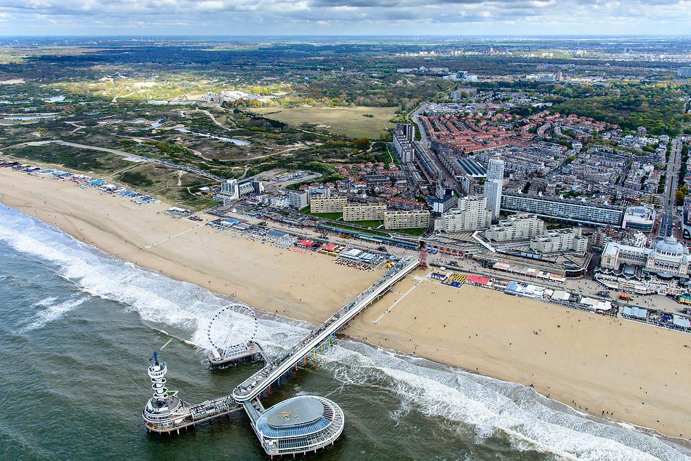 Nederland, Zuid-Holland, Scheveningen, 28-04-2017; Scheveningense Pier, toeristische attractie. De Pier herbergt onder andere een wandelpromenade, uitkijktoren, casino en restaurants . The Scheveningen Pier (r) is a tourist attraction, with a promenade, a lookout, restaurants and a casino. <br /> luchtfoto (toeslag op standard tarieven);<br /> aerial photo (additional fee required);<br /> copyright foto/photo Siebe Swart