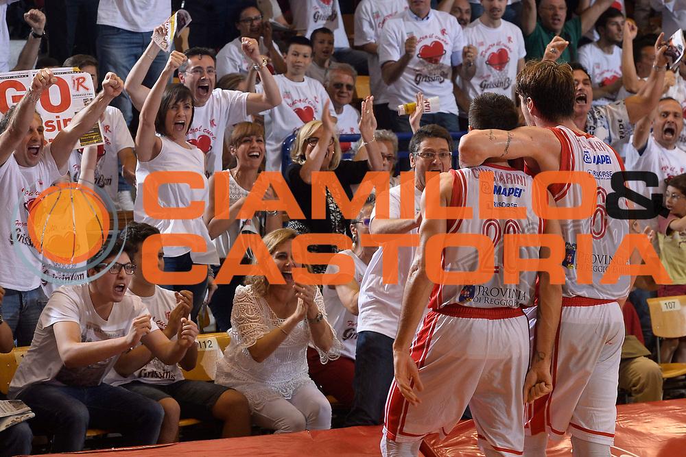DESCRIZIONE : Reggio Emilia Lega A 2014-15 Grissin Bon Reggio Emilia - Banco di Sardegna Sassari playoff finale gara 2 <br /> GIOCATORE :Cinciarini Andrea Polonara Achille<br /> CATEGORIA : Esultanza Fair Play <br /> SQUADRA : GrissinBon Reggio Emilia<br /> EVENTO : LegaBasket Serie A Beko 2014/2015<br /> GARA : Grissin Bon Reggio Emilia - Banco di Sardegna Sassari playoff finale gara 2<br /> DATA : 16/06/2015 <br /> SPORT : Pallacanestro <br /> AUTORE : Agenzia Ciamillo-Castoria / Richard Morgano<br /> Galleria : Lega Basket A 2014-2015 Fotonotizia : Reggio Emilia Lega A 2014-15 Grissin Bon Reggio Emilia - Banco di Sardegna Sassari playoff finale gara 2 Predefinita :