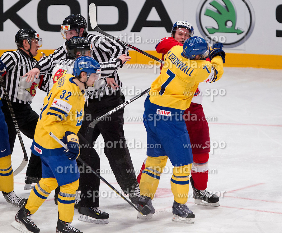 05.05.2012, Ericsson Globe, Stockholm, SWE, IIHF, Eishockey WM, Schweden (SWE) vs Tschechische Republik (CZE), im Bild, slagsmål , bråk , fight , fajt , gruff , fighting Sverige Sweden 7 Niklas Kronwall , Czech Republic 73 Petr Prucha (SKA St Petersburg) , penalty for both players // during the IIHF Icehockey World Championship Game between Sweden (SWE) and Czech Republic (CZE) at the Ericsson Globe, Stockholm, Sweden on 2012/05/05. EXPA Pictures © 2012, PhotoCredit: EXPA/ PicAgency Skycam/ Sami Grahn..***** ATTENTION - OUT OF SWE *****