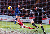 Fotball<br /> Premier League England 2004/2005<br /> Foto: Colorsport/Digitalsport<br /> 01.01.2005<br /> NORWAY ONLY<br /> <br /> Robin Van Persie (Arsenal) scores goal no 3 past the diving Dean Kiely and Luke Young (ground) <br /> <br /> Charlton Athletic v Arsenal