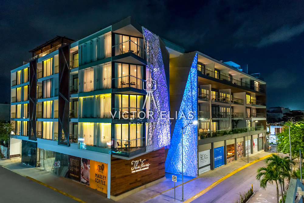 The Fives Downtown. Curio by Hilton. Photography: Victor Elias Photography.
