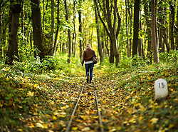 THEMENBILD - Herbst im Wiener Prater. Das Bild wurde am 27. Oktober 2013 aufgenommen. im Bild Frau spaziert entlang der Gleise im Wald // THEMES PICTURE - Autumn at Prater in Vienna. The image was taken on october, 27th, 2013. Picture shows woman walking along rail tracks , AUT, EXPA Pictures © 2013, PhotoCredit: EXPA/ Michael Gruber