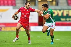 Paul Asquith of Scarlets fends off Luca Morisi of Benetton Treviso<br /> <br /> Photographer Craig Thomas/Replay Images<br /> <br /> Guinness PRO14 Round 3 - Scarlets v Benetton Treviso - Saturday 15th September 2018 - Parc Y Scarlets - Llanelli<br /> <br /> World Copyright © Replay Images . All rights reserved. info@replayimages.co.uk - http://replayimages.co.uk