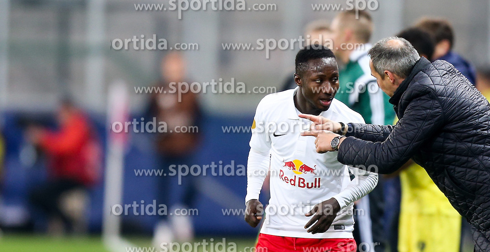 26.02.2015, Red Bull Arena, AUT, UEFA EL, FC Red Bull Salzburg vs Villareal CF, Sechzehntelfinale, Rückspiel, im Bild Naby Keita, (Red Bull Salzburg) und Trainer Adi Hütter, (Red Bull Salzburg)// during the UEFA Europa League round of 32, 2nd leg match between FC Red Bull Salzburg and Villareal CF at the Red Bull Arena in Salzburg, Austria on 2015/02/26. EXPA Pictures © 2015, PhotoCredit EXPA/ Roland Hackl