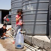 Pohľad na utečenecký tábor Mar Ellia v meste Erbil v Kurdistane v Iraku. Mar Ellia sa nachádza v kresťanskej štvrti Ankawa a je to bežná farnosť. V parku okolo kostola vznikol utečenecký tábor, v ktorom sú prevažne kresťania z mesta Qaraqosh a niekoľko rodín z miest Mosul a Bartella.