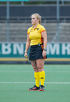 AMSTELVEEN  - scheidsrechter Cocky Stam tijdens de hoofdklasse competitiewedstrijd hockey dames , Amsterdam-Laren (3-0)  , COPYRIGHT KOEN SUYK