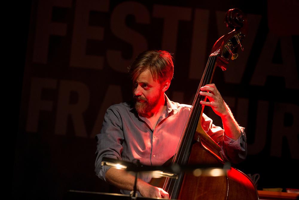 Frankfurt | Hessen | Deutschland | 26.10.2017: Das 48. Deutsche Jazzfestival Frankfurt 2017<br /> <br /> hier: Craig Taborn Quartet<br /> <br /> Craig Taborn | Piano, Synthesizer<br /> Chris Speed | Tenorsaxophone, Clarinet<br /> Chris Lightcap | Bass<br /> Dave King | Drums<br />  <br /> Sascha Rheker<br /> 20171026<br /> <br /> [Inhaltsveraendernde Manipulation des Fotos nur nach ausdruecklicher Genehmigung des Fotografen. Vereinbarungen ueber Abtretung von Persoenlichkeitsrechten/Model Release der abgebildeten Person/Personen liegt/liegen nicht vor.]
