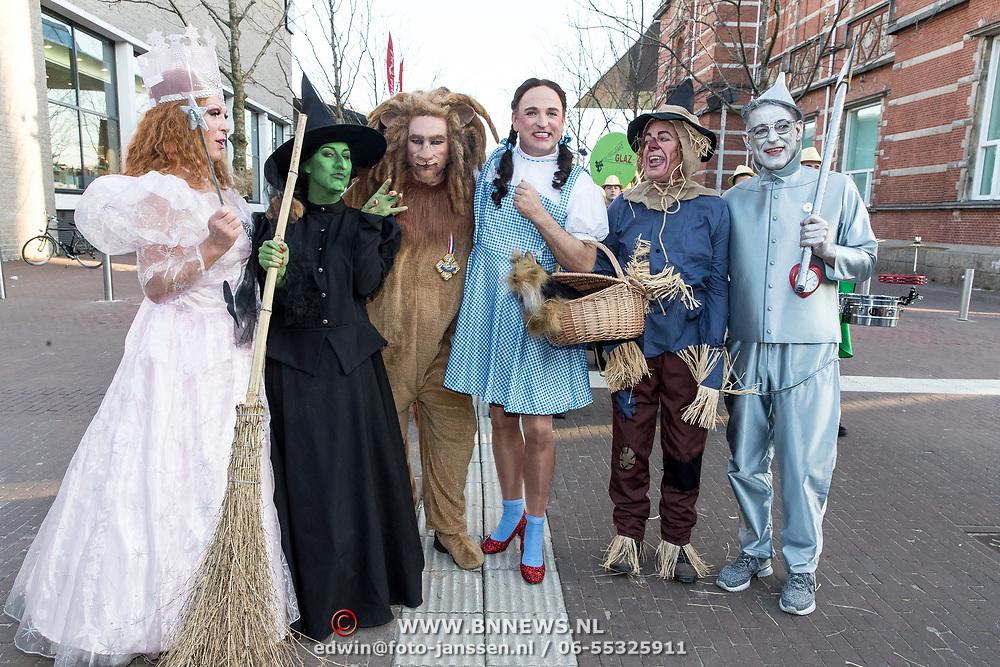 NLD/Amsterdam/20190401 -  Opening Burgerroom Gordon , Gordon en de caracters ui the Wizard of Oz