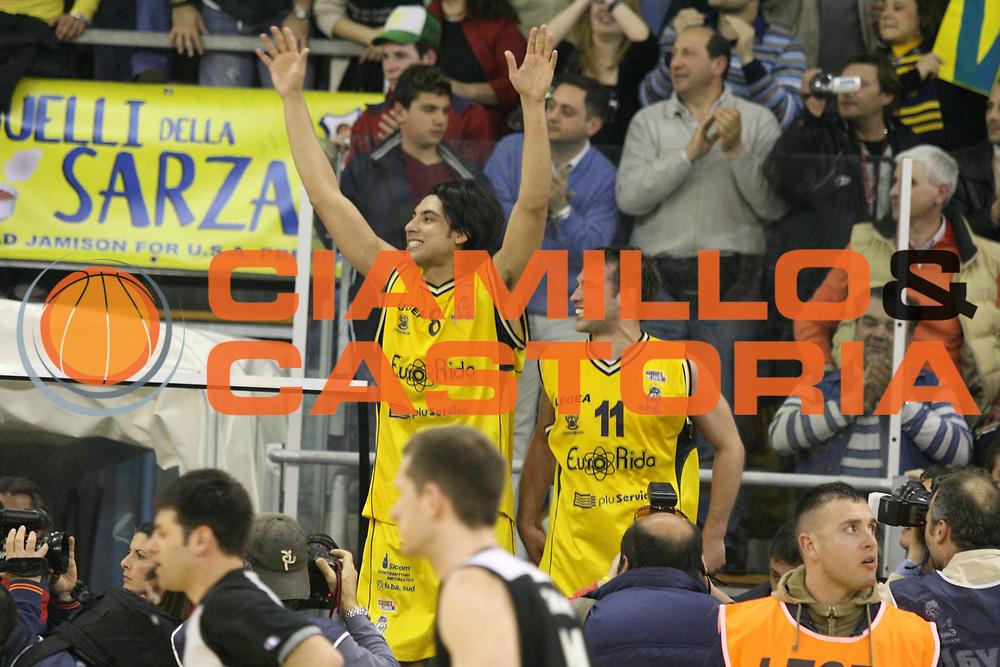 DESCRIZIONE : Scafati Lega A2 2005-06 Eurorida Scafati Carife Ferrara <br /> GIOCATORE : Victoriano Stanic <br /> SQUADRA : Eurorida Scafati <br /> EVENTO : Campionato Lega A2 2005-2006 <br /> GARA : Eurorida Scafati Carife Ferrara <br /> DATA : 13/04/2006 <br /> CATEGORIA : Esultanza <br /> SPORT : Pallacanestro <br /> AUTORE : Agenzia Ciamillo-Castoria/G.Ciamillo