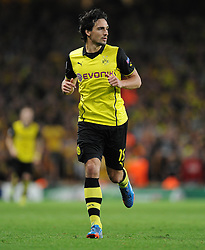 Borrusia Dortmund's Mats Hummels - Photo mandatory by-line: Alex James/JMP - Tel: Mobile: 07966 386802 22/10/2013 - SPORT - FOOTBALL - Emirates Stadium - London - Arsenal v Borussia Dortmund - CHAMPIONS LEAGUE - GROUP F