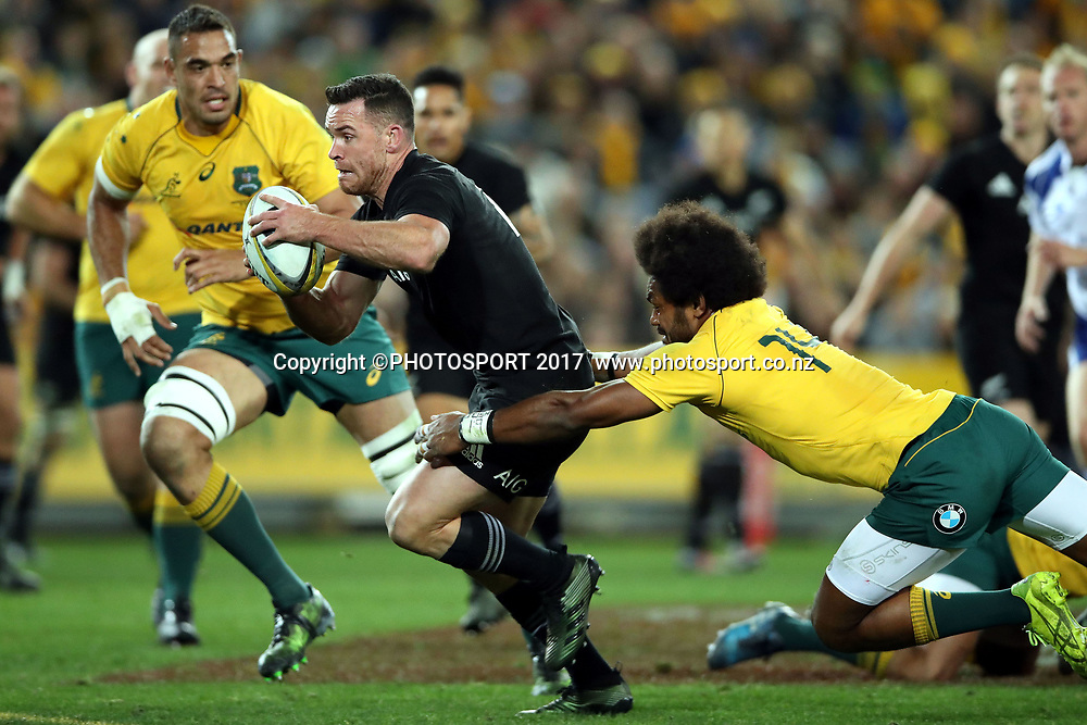 Ryan Crotty beats Henry Speight to score<br /> Bledisloe Cup Rugby Championship  match, Australia Wallabies vs New Zealand All Blacks, Sydney, Australia. Saturday 19 August 2017. Photo: Paul Seiser / www.photosport.co.nz