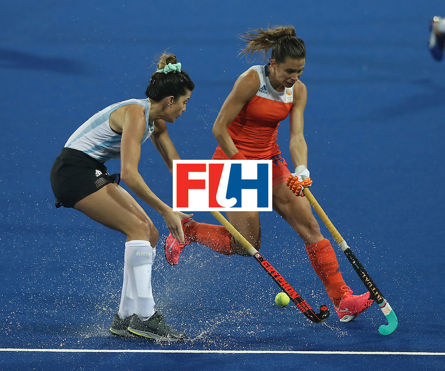RIO DE JANEIRO, BRAZIL - AUGUST 15:  Ellen Hoog (R) of the Netherlands challenges Agustina Albertario during the Women's quarter final hockey match between the Netherlands and Argentina on Day10 of the Rio 2016 Olympic Games held at the Olympic Hockey Centre on August 15, 2016 in Rio de Janeiro, Brazil.  (Photo by David Rogers/Getty Images)