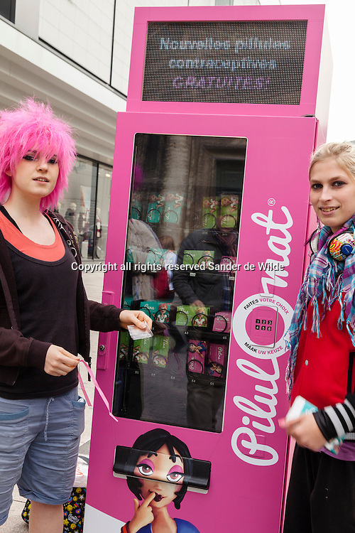 The Belgian organisation Health and Prevention has put up a pink machine in the busy centre of Brusesels distributing free birthcontrol pills. In fact it distributes flyers talking about all sorts of birthcontrol, and getting the message around that people should always talk to their docter about this. .Left Cynthia Weidner and right Michele Dirckx trying the pillomat.