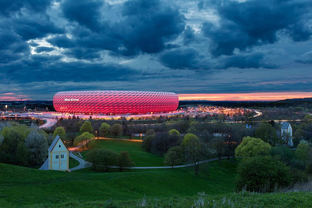 Seit 2005 ist die Allianz Arena im Norden Münchens Heimspielstätte der beiden Fußballvereine FC Bayern und TSV 1860 München.