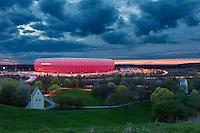 Die Allianz Arena im Norden ist Münchens Heimspielstätte des FC Bayern München.