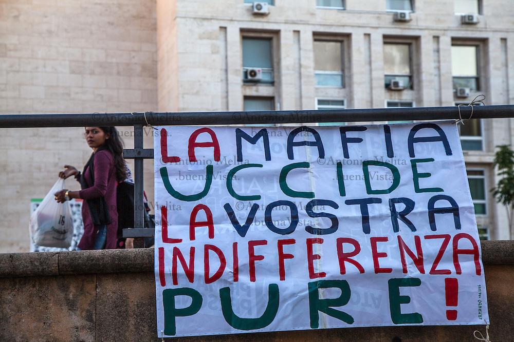 Poco più di un centinaio di persone - molte provenienti da altre Regioni d'Italia - ha partecipato al corteo organizzato dalle Agende rosse alla vigilia del 24esimo anniversario della strage di via D'Amelio.