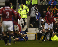 Fotball<br /> Premier League England<br /> Foto: BPI/Digitalsport<br /> NORWAY ONLY<br /> <br /> 24.10.2004<br /> Manchester United v Arsenal<br /> <br /> Ruud Van Nistlerooy could be in trouble with the FA after a challenge on Ashley Cole, left