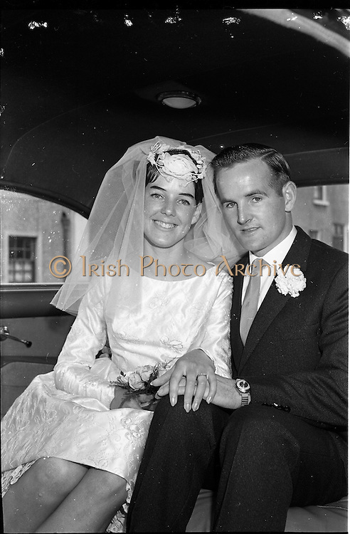 28/07/1962<br /> 07/28/1962<br /> 28 July 1962 <br /> Wedding of Mr Desmond F. English, Landscape Cresent, Churchtown and Miss Blanche O'Brien Oakley Park, Blackrock at St John the Baptist Church, Blackrock and Ross's Hotel Dun Laoghaire, Dublin. Image shows the bride and groom in the wedding car after the ceremony.