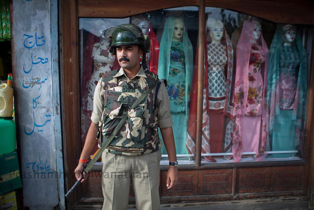 A street scene, Srinagar, September 2011, Kashmir, India. Photographer: Prashanth Vishwanathan