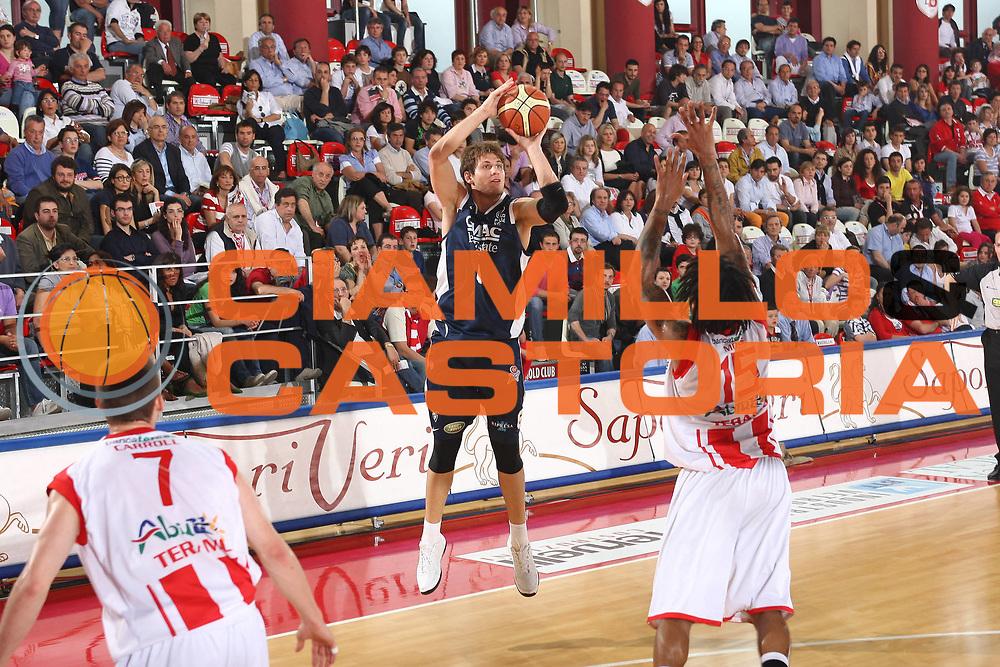 DESCRIZIONE : Teramo Lega A 2008-09 Bancatercas Teramo GMAC Fortitudo Bologna <br /> GIOCATORE : Stefano Mancinelli<br /> SQUADRA : GMAC Fortitudo Bologna<br /> EVENTO : Campionato Lega A 2008-2009<br /> GARA : Bancatercas Teramo GMAC Fortitudo Bologna<br /> DATA : 10/05/2009<br /> CATEGORIA : Tiro<br /> SPORT : Pallacanestro<br /> AUTORE : Agenzia Ciamillo-Castoria/C.De Massis