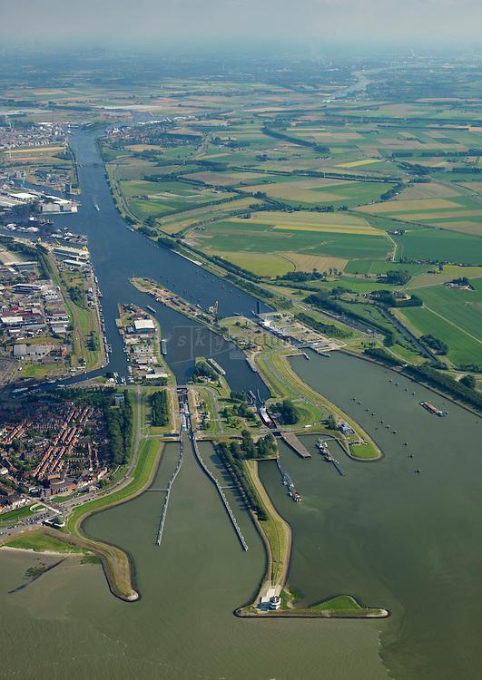 Sluizencompex Terneuzen verbindt de Westerschelde met het Kanaal Gent-Terneuzen.