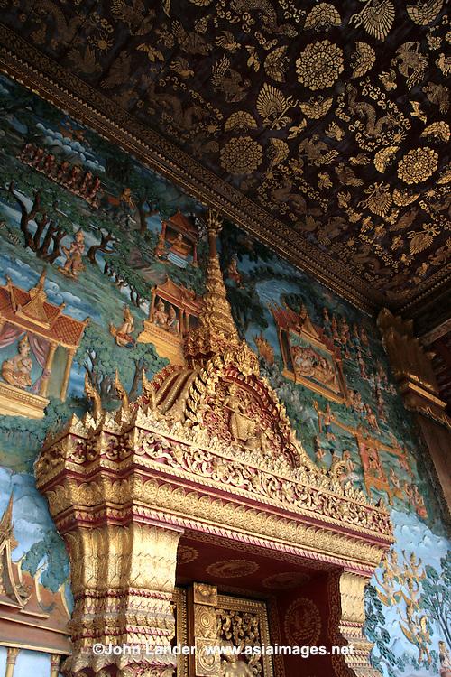 Wat That Noi, Door and Mural