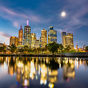 Sunset over Yarra river and Melbourne skyline