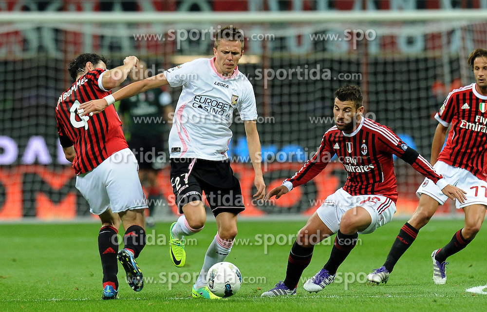 15.10.2011, Giuseppe-Meazza-Stadion, Mailand, ITA, Serie A, AC Mailand vs US Palermo, im Bild Mark VAN BOMMEL, Antonio NOCERINI (Milan), Josip ILICIC  (Palermo). // during Serie A football match between AC Mailand and US Palermo at Giuseppe Meazza Stadium, Milan, Italy on 15/10/2011. EXPA Pictures © 2011, PhotoCredit: EXPA/ InsideFoto/ Alessandro Sabattini +++++ ATTENTION - FOR AUSTRIA/(AUT), SLOVENIA/(SLO), SERBIA/(SRB), CROATIA/(CRO), SWISS/(SUI) and SWEDEN/(SWE) CLIENT ONLY +++++