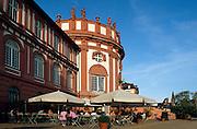 Deutschland Germany Hessen.Hessen, Wiesbaden.Biebricher Schloss, Cafe vor dem Schloss., Biebrich Castle...
