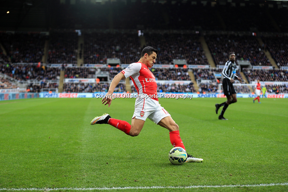 21 March 2015 - Barclays Premier League - Newcastle United v Arsenal - Alexis Sanchez of Arsenal crosses the ball - Photo: Marc Atkins / Offside.