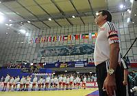 Handball EM Herren 2010 Hauptrunde Deutschland - Frankreich 24.01.2010 Heiner Brand (Teamchef GER) bei der Bundeshymne