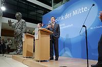"""24 APR 2002, BERLIN/GERMANY:<br /> Franz Muentefering (L), SPD, Bundesgeschaeftsfuehrer, und Gerhard Schroeder, SPD, Bundeskanzler und Parteivorsitzender, waehrend einer Pressekonferenz zur Vorstellung des SPD Wahlprogramms zur Bundestagswahl 2002 unter dem Motte """"Die Politik der Mitte"""", Willi-Brandt-Haus<br /> IMAGE: 20020424-02-028<br /> KEYWORDS: Franz Müntefering, Gerhard Schröder, Wahlprogramm"""