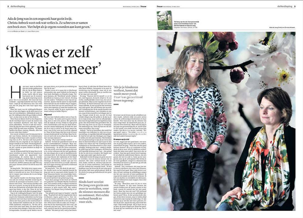 Trouw 29 mei 2013: Ada de Jong en Christa Anbeek schreven samen het boek De berg van de ziel, over verlies.