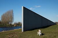 Sea Level 1996. Kunstwerk van Richard Serra in het Landschapspark De Wetering (ontwerp Bas Mater en Pieter van der Molen) Zeewolde.