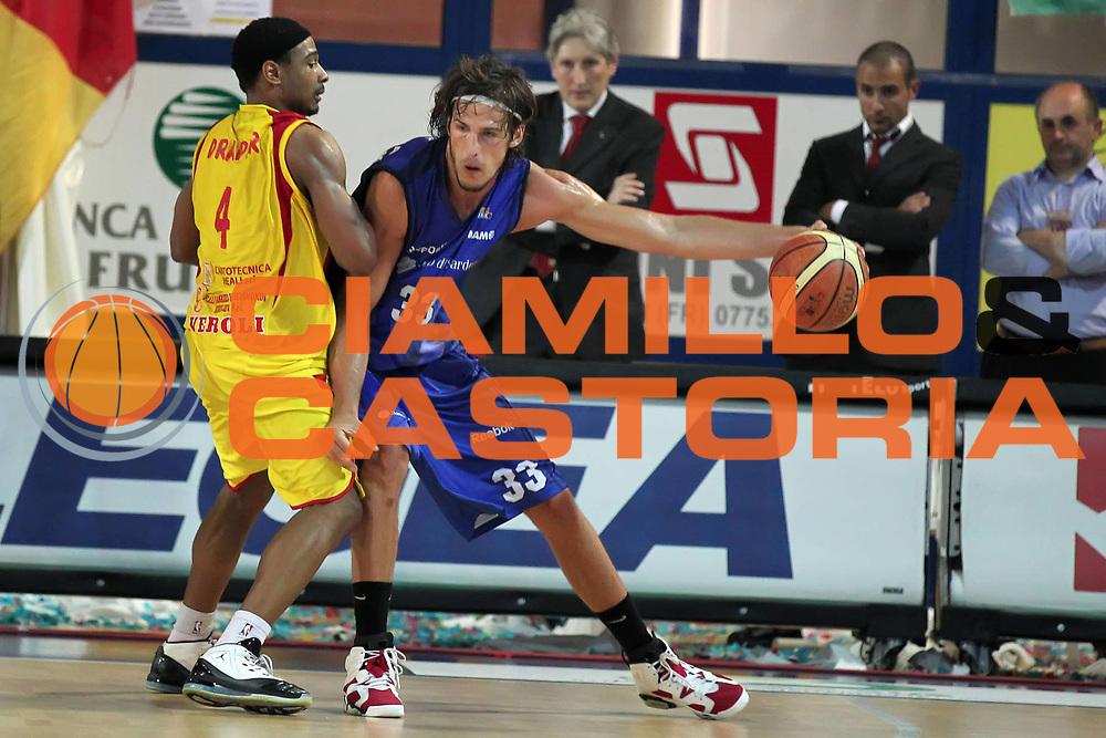 DESCRIZIONE : Frosinone Lega A2 2009-10 Playoff Finale Gara 2  Prima Veroli Banco di Sardegna Sassari<br /> GIOCATORE : Jiri Hubalek<br /> SQUADRA : Banco di Sardegna Sassari<br /> EVENTO : Campionato Lega A2 2009-2010<br /> GARA : Prima Veroli Banco di Sardegna Sassari<br /> DATA : 08/06/2010<br /> CATEGORIA : palleggio<br /> SPORT : Pallacanestro <br /> AUTORE : Agenzia Ciamillo-Castoria/ElioCastoria<br /> Galleria : Lega Basket A2 2009-2010 <br /> Fotonotizia : Frosinone Campionato Italiano Lega A2 2009-2010 Playoff Finale Gara 2  Prima Veroli Banco di Sardegna Sassari<br /> Predefinita :