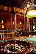 Deutschland Germany Hessen.Hessen, Wiesbaden.Spielbank (Spielcasino) im Kurhaus, Roulettetisch im Vordergrund., Casino Wiesbaden, roulette table...