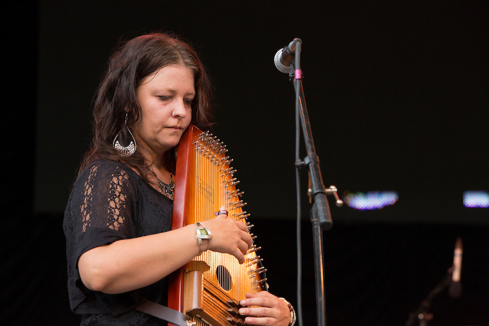 Annie Guthrie plays the autoharp.