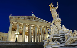 15.12.2010, Innere Stadt, Wien, AUT,  Wien Feature, im Bild Parlament und Statue Pallas Athene von Schnee bedeckt// EXPA Pictures © 2010, PhotoCredit: EXPA/ M. Gruber