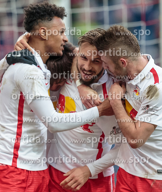 05.03.2016, Red Bull Arena, Salzburg, AUT, 1. FBL, FC Red Bull Salzburg vs SV Groedig, 26. Runde, im Bild Torjubel Red Bulls nach dem 3:0 durch Andreas Ulmer (Red Bull Salzburg, mitte), Valentino Lazaro (Red Bull Salzburg), Takumi Minamino (Red Bull Salzburg), Valon Berisha (Red Bull Salzburg) // during Austrian Football Bundesliga 26th round Match between FC Red Bull Salzburg and SV Groedig at the Red Bull Arena, Salzburg, Austria on 2016/03/05. EXPA Pictures © 2016, PhotoCredit: EXPA/ JFK