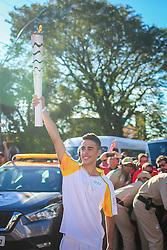 O revezamento da Tocha Olímpica passa por Guaiba, RS.  Aceso em 21 de abril, em ritual repetido a cada quatro anos em Olímpia, na Grécia, o símbolo olímpico passará por 28 cidades gaúchas de 3 a 9 de julho e será conduzido por 617 indicados no Rio Grande do Sul, começando por Erechim e se despedindo em Torres, em percurso de mais de dois mil quilômetros. Foto: Jefferson Bernardes / Agência Preview