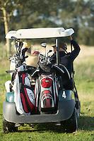 TEXEL- Cocksdorp-TEXELSE GOLF. Ouderen in een buggy genieten van de golfsport. COPYRIGHT KOEN SUYK