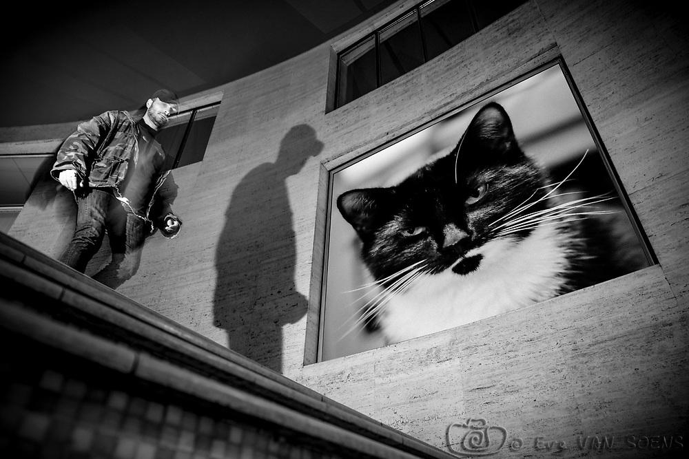 Olga Ravenstein et l'homme pressé - Street photography