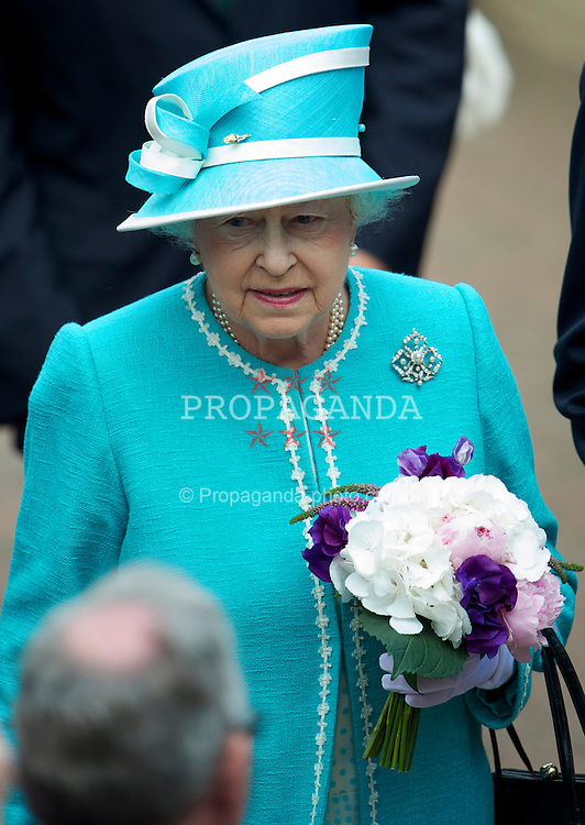 LONDON, ENGLAND - Thursday, June 24, 2010: HRH Queen Elizabeth II (Elizabeth Alexandra Mary) visits on day four of the Wimbledon Lawn Tennis Championships at the All England Lawn Tennis and Croquet Club. (Pic by David Rawcliffe/Propaganda)