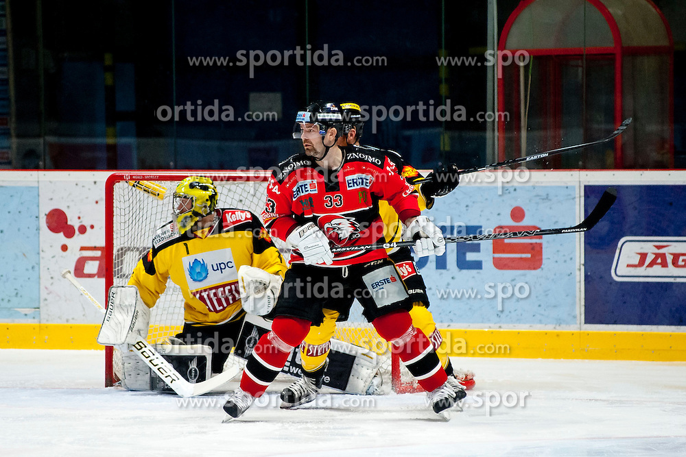 18.01.2015, Ice Rink, Znojmo, CZE, EBEL, HC Orli Znojmo vs UPC Vienna Capitals, 40. Runde, im Bild v.l. Matthew Zaba (UPC Vienna Capitals) Peter Pucher (HC Orli Znojmo) // during the Erste Bank Icehockey League 40th round match between HC Orli Znojmo and UPC Vienna Capitals at the Ice Rink in Znojmo, Czech Republic on 2015/01/18. EXPA Pictures © 2015, PhotoCredit: EXPA/ Rostislav Pfeffer