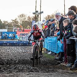 2019-12-27 Cycling: dvv verzekeringen trofee: Loenhout: Eli Iserbyt fighting to keep contact