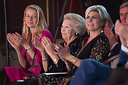 Uitreiking Prins Claus Prijs 2016 in het Koninklijk Paleis in Amsterdam.<br /> <br /> Op de foto:  prinses Mabel , prinses Beatrix en prinses Laurentien  ///  Princess Mabel, Princess Beatrix and Princess Laurentien