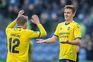 FODBOLD: Målscorer Mikael Uhre (Brøndby IF) jubler med Simon Tibbling efter scoringen til 1-0 under kampen i Superligaen mellem Brøndby IF og FC Nordsjælland den 13. maj 2019 på Brøndby Stadion. Foto: Claus Birch.