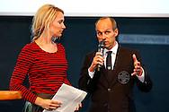 01-09-2015 VOETBAL:SPELERSPRESENTATIE WILLEM II:INTERPOLIS:TILBURG<br /> <br /> Helene Hendriks en Carlos Aalbers<br /> <br /> Foto: Geert van Erven
